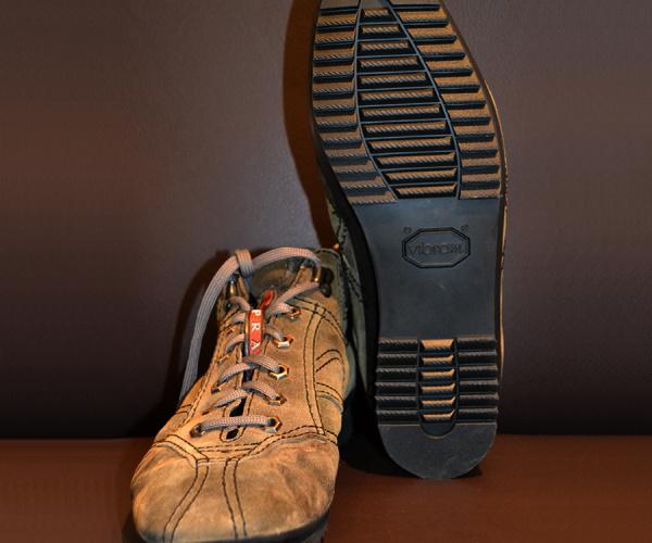Sneaker Prada ricostruzione suola Vibram