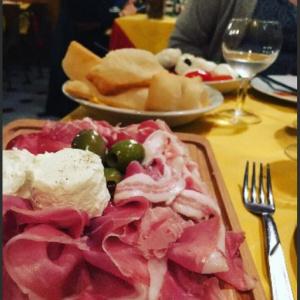 Antipasto dell'oste Selezione di salumi DOP, Formaggio DOP, olive condite, gnocco frittoCold cuts platter, cheese, olives, fried bread
