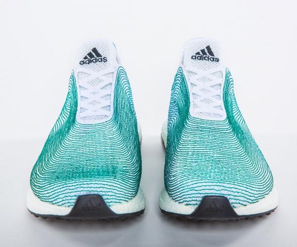 Il successo delle scarpe di plastica riciclata di Adidas: un milione di paia vendute nel 2017