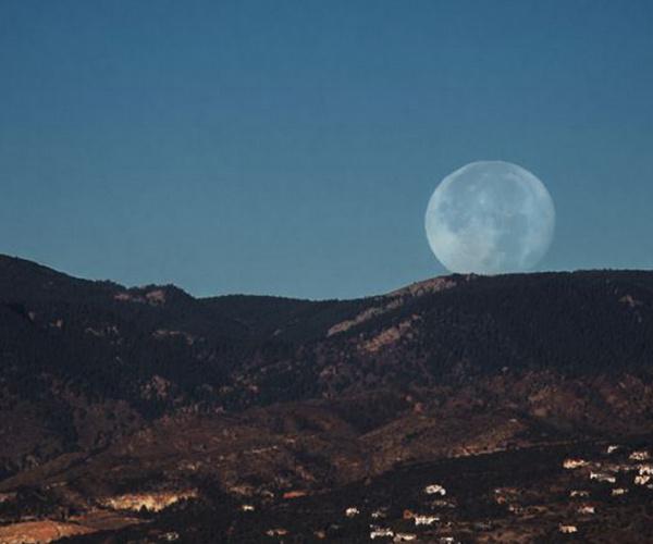 Un'altra super Luna? Una moda con poca scienza