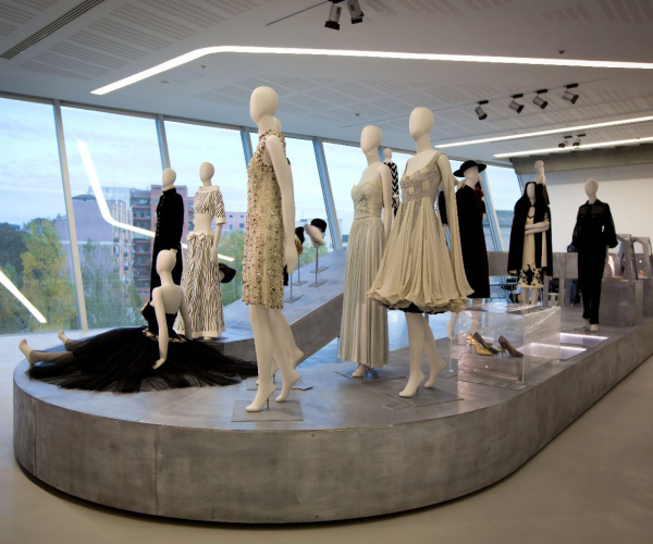 """""""We wear culture"""" Google e MAXXI insieme per un viaggio virtuale nella moda"""