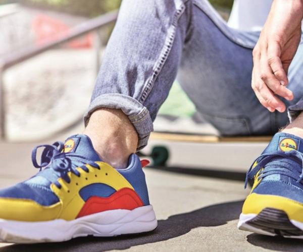 Che affare le scarpe Lidl: costano 13 euro. Rivendute online a 100