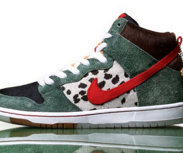 Le assurde sneaker Nike per portare il cane a fare i bisognini