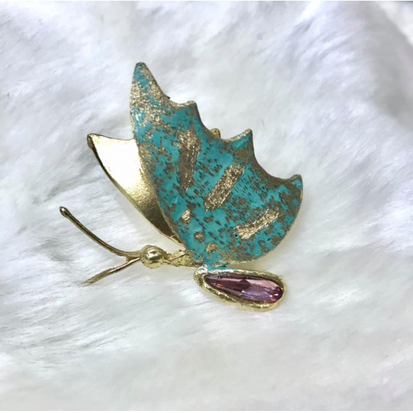 Anello farfalla in bronzo con cristallo swarovski. In vendita su www.monbijou.shop#monbijou.