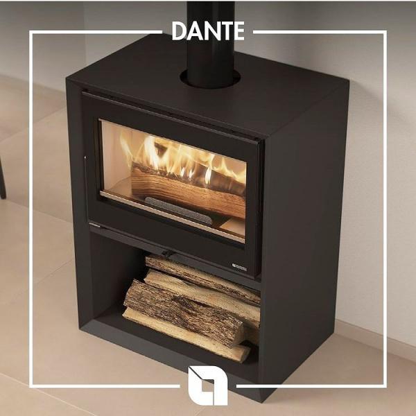 DANTE è la nuova stufa a legna Nordica-Extraflame bella e versatile, disponibile in diverse combinazioni come ad esempio con il comodo e grande portalegna incorporata