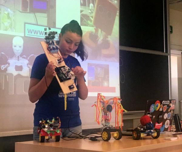 """La 17enne Valeria Cagnina: """"Così funziona la mia scuola di robotica"""""""