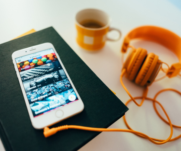 Audiolibri, la moda del libro raccontato: intervista ad Audible e Storytel