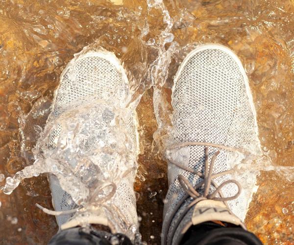 La prima scarpa impermeabile realizzata con plastica riciclata