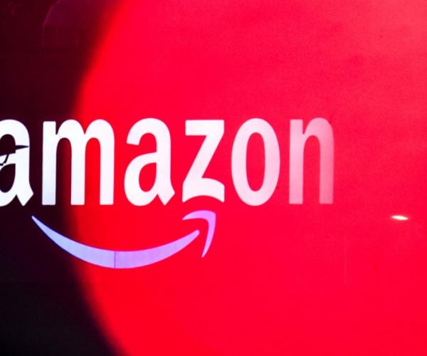Amazon e Ferragamo si alleano contro la moda taroccata