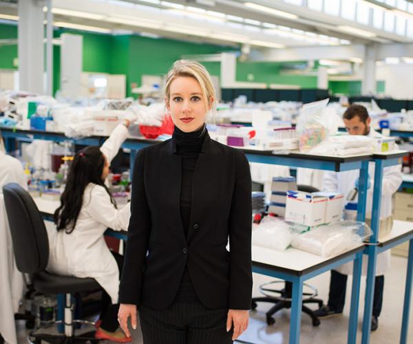 Il documentario su Elizabeth Holmes, la Steve Jobs al femminile che ha truffato la Silicon Valley