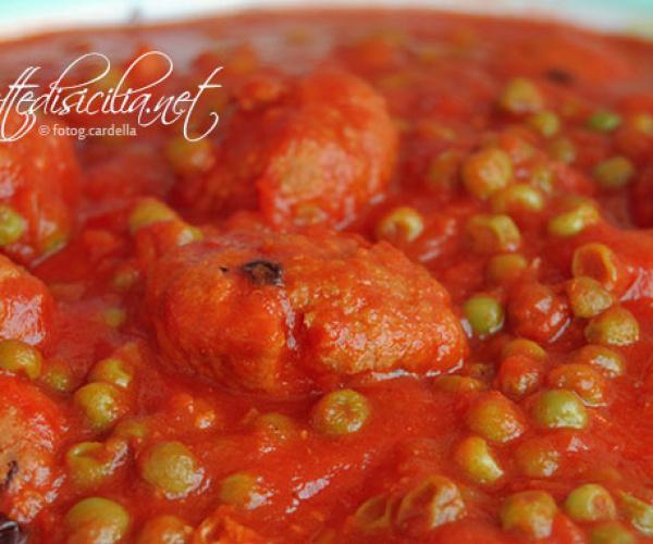 Cucina siciliana Polpette al sugo con passoline e pinoli