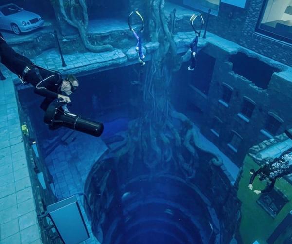 A Dubai ha aperto la piscina più profonda del mondo