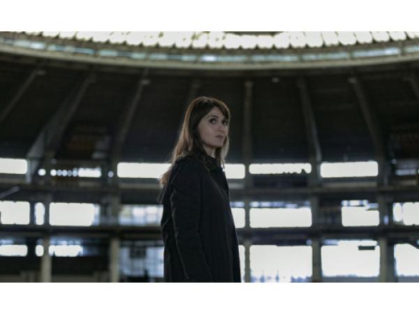Petra di Paola Cortellesi è un'investigatrice inedita e controcorrente