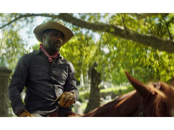 Chi sono i cowboy di città a cui è dedicato l'ultimo western Netflix con Idris Elba