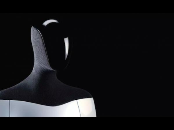 Elon Musk ha presentato il nuovo progetto di Tesla: un robot umanoide