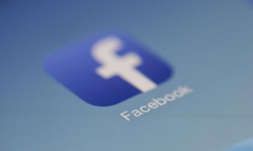 Stop in Europa all'algoritmo di Facebook che tenta di prevenire i suicidi