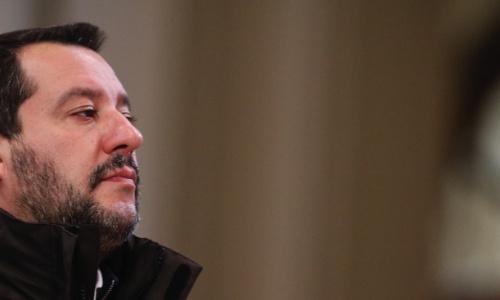 Un sindacato dei vigili del fuoco ha denunciato Salvini per uso illegittimo della divisa